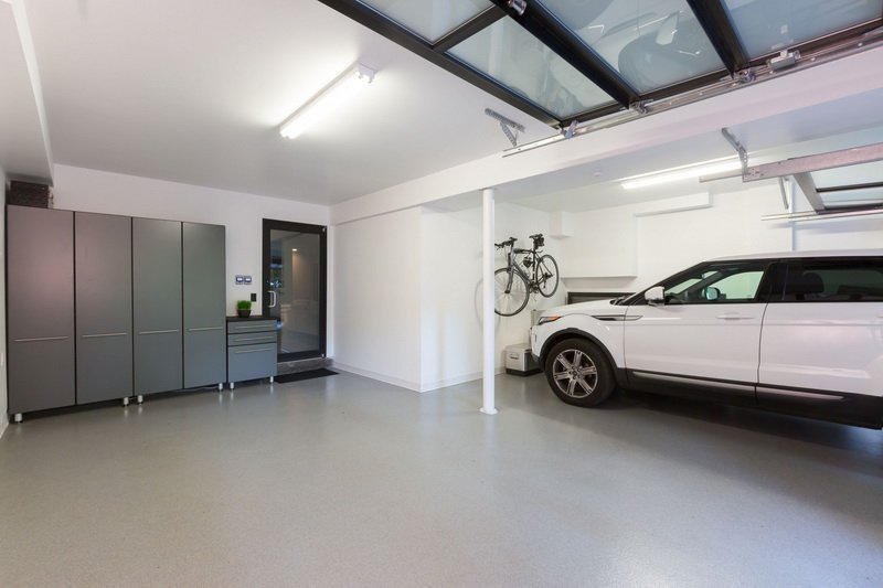 Use solid colors in the garage