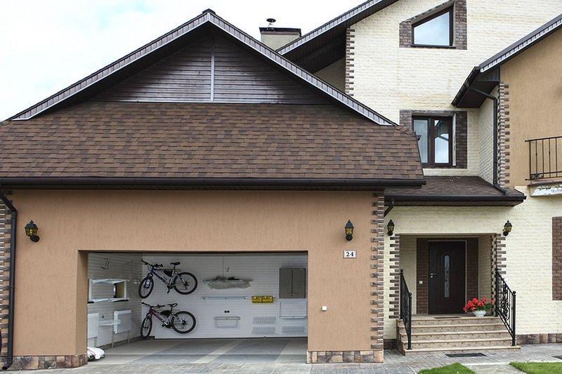 garage near the house