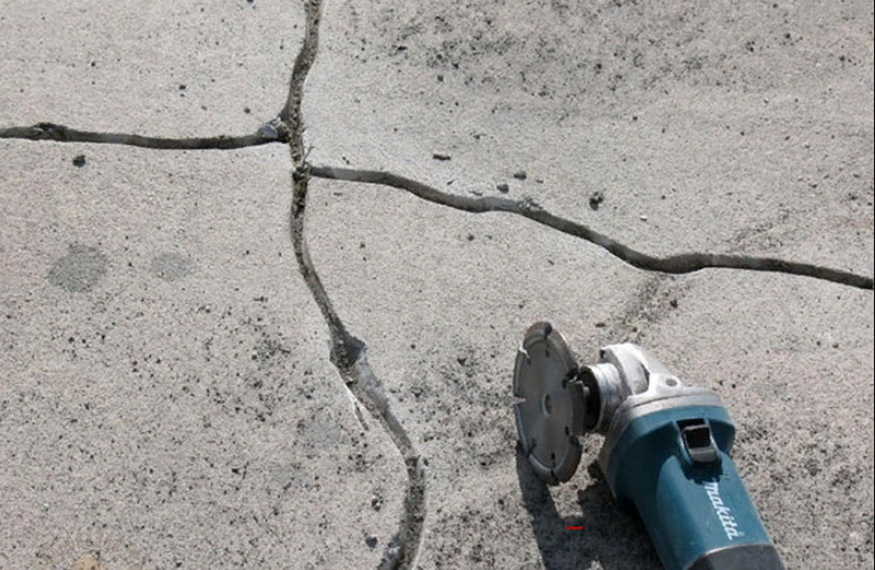 clean the cracks in the floor with a grinder